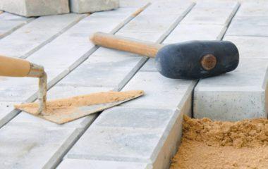 Кроме производства материалов мы предлагаем услуги по доставке и укладке тротуарной плитки и брусчатки.
